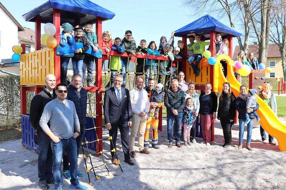 Top Neueröffnung Spielplatz Max-Reger-Straße #CV_35